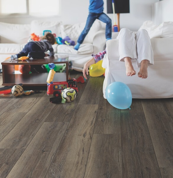 Kids playing in living room | Andy's 5 Star Flooring